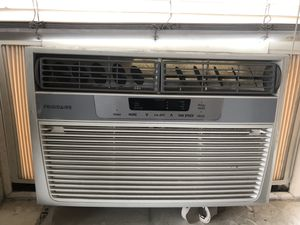 250 sqft window air conditioner (low use) for Sale in Baldwin Park, CA