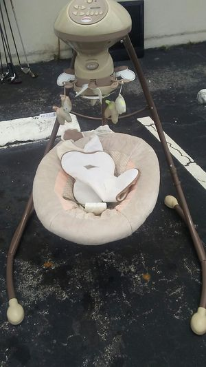 Fisher Price Baby Swing for Sale in Fort Lauderdale, FL
