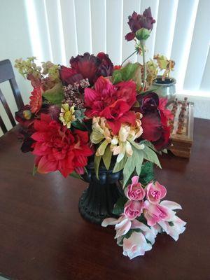 Silk Flower Arrangement in Vase for Sale in Vista, CA