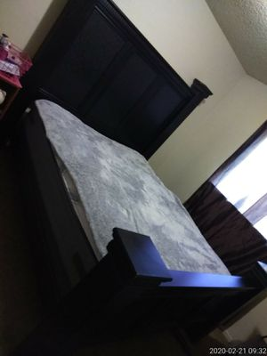 QUEEN BED FRAME /NO MATTRESSES for Sale in Clovis, CA