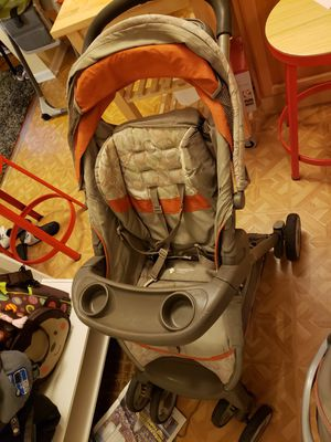 Graco Stroller with Car Seat and base for Sale in Chicago, IL