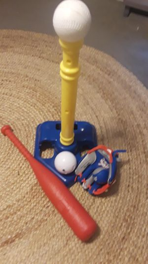 T Ball set with glove for Sale in NEW PRT RCHY, FL