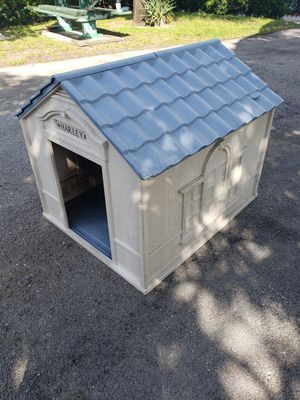 Suncoast large size dog house for Sale in Hialeah, FL