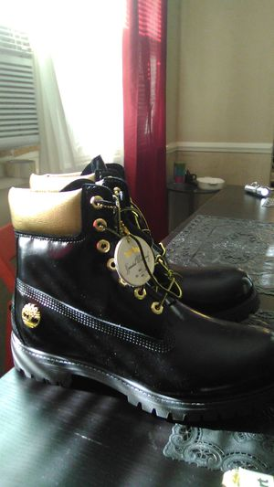 10 half 11's for100 bucks ,water proof black and gold Timberland boats for Sale in Indianapolis, IN