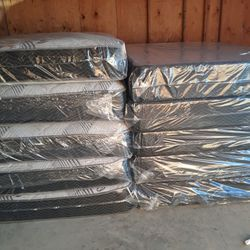 QUEEN REGULAR MATTRESS AND BOX SPRING for Sale in Fresno,  CA