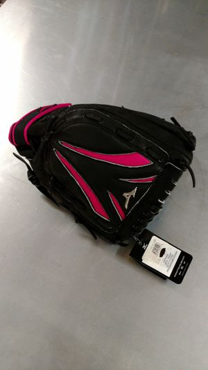 Softball glove for Sale in Galloway, OH