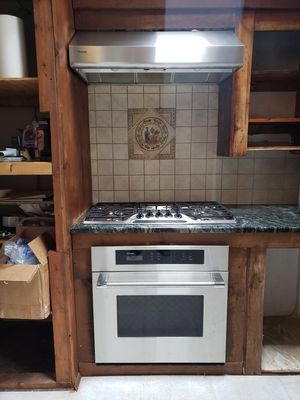 Used Highend Thermador Gas cooktop, Convection oven and rangehood for Sale in West Milford, NJ