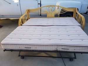 Twins bed excellent condition for Sale in Bellflower, CA