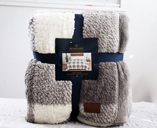 NEW Pendleton king Sherpa plaid blanket for Sale in Issaquah,  WA