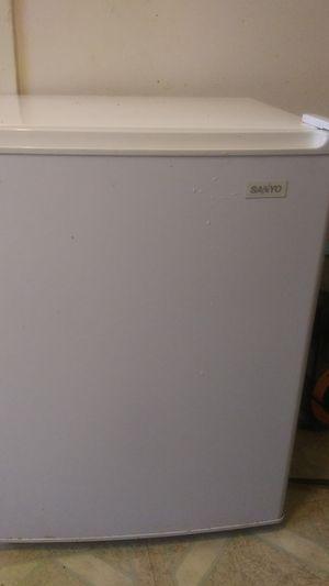 Sanyo mini fridge for Sale in Grand Rapids, MI