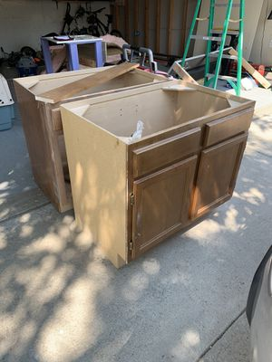 Free bathroom vanity's qty2 for Sale in Littleton, CO