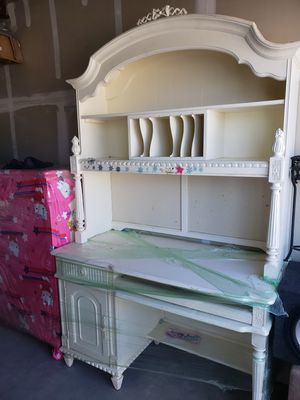 Single girl bed with matching desk for Sale in Tracy, CA