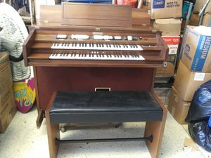 Baldwin organ with stool for Sale in Pinellas Park, FL