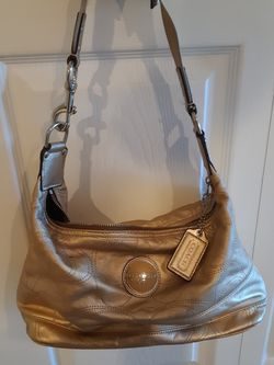 USED AUTHENTIC COACH GOLD PURSE for Sale in Fort Myers,  FL