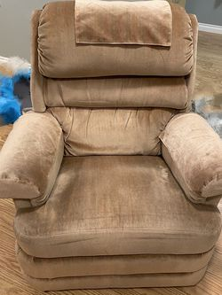 Recliner Chair Free for Sale in Mukilteo,  WA