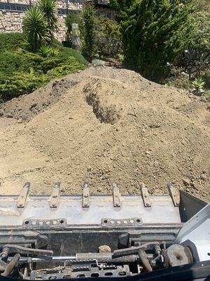 Free dirt and free!! for Sale in Oakland, CA