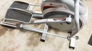 Elliptical Schwinn 420 for Sale in San Antonio, FL