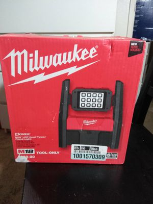 Milwaukee New LED DUAL POWER ROVER FLOOD LIGHT (2360 20) M18 (Tool only) Herramienta Nueva, No Batería for Sale in Los Angeles, CA