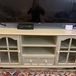 Gorgeous TV Console Table With Storage for Sale in Hoboken, NJ