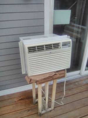 8200 btu air conditioner for Sale in Taunton, MA