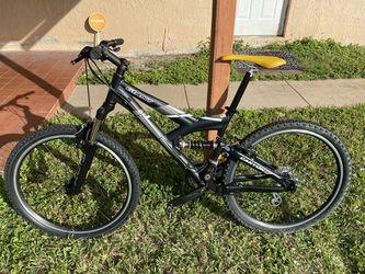 Giant Canyon Mountain Bike for Sale in Miami, FL