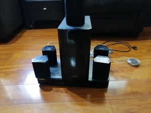 Blue ray samsung DVD with 5 speakers for Sale in Evanston, IL