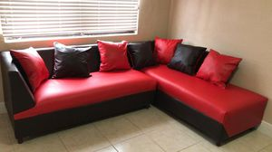 Sectional Red and Black with Pillow. New for Sale in Miami, FL