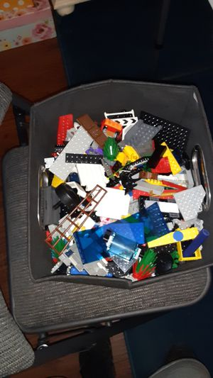 1 or 2 pounds of Lego toys ( must be 6+ older to us ) for Sale in Sarasota, FL