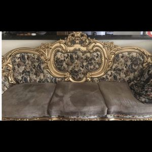 Victorian Sofa Excellent Condition for Sale in Sterling Heights, MI