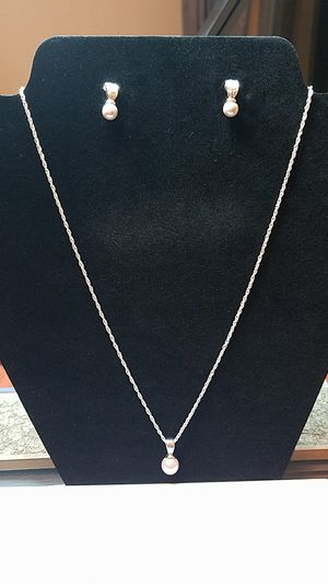 """18"""" Silver tone and pearl pendant necklace/ earrings for Sale in Sun City, TX"""