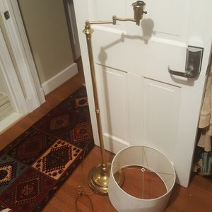 Tall antique floor lamp genuine 100% Brass for Sale in Washington, DC