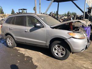 2008 Hyundai Santa Fe for parts only (Runs) for Sale in Modesto, CA