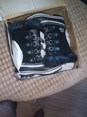 Size 3 women's Sorel rain boots with fur. (New never used) for Sale in Hayward, CA