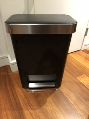 SimpleHuman trash can 3 months old LIKE NEW for Sale in New York, NY