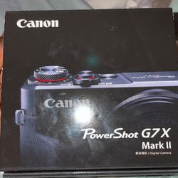 Canon G7x Power shot Mark II Exclusive + 2 Tripods +2 Batteries + Sd Card for Sale in Brockton,  MA