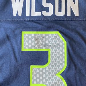 Autographed Russel Wilson Jersey Large for Sale in Tacoma, WA