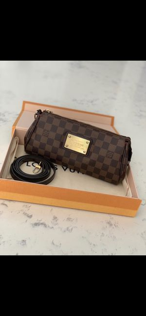Louis Vuitton / crossbody for Sale in Richardson, TX