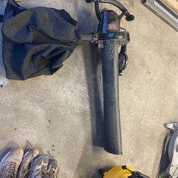 Black and Decker Leaf Vacuum/blower for Sale in Torrance,  CA