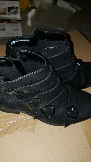 Womens shoes for Sale in Los Banos, CA