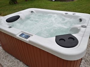 (FREE DELIVERY) HOT TUB / SPA 3 SEATER WITH LOUNGE for Sale in Venice, FL