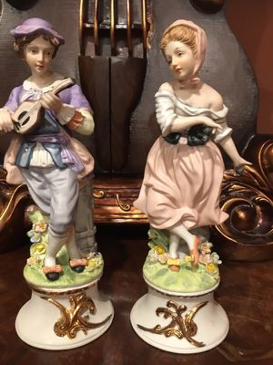 Beautiful collectible statue to set for Sale in Troy, MI