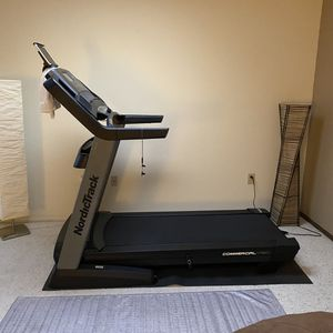 NordicTrack Commercial Treadmill 1750 for Sale in Sun City West, AZ