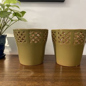 Set Of 2 Plant Pots for Sale in Warwick, RI