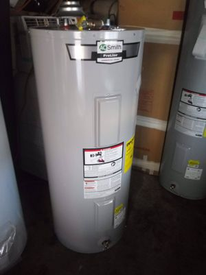 40 gallon electric water heater for Sale in Chicago, IL