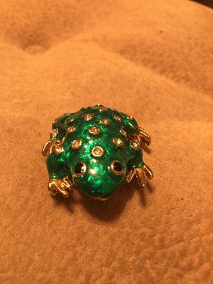 Green frog brooch with rhinestones for Sale in MONTGOMRY VLG, MD