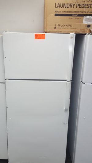 GE top freezer refrigerator for Sale in Beaverton, OR