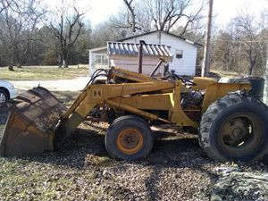International Tractor & Front Loader for Sale in Plato, MO