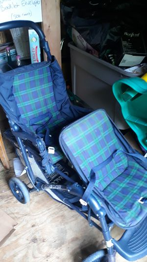 Graco double stroller for Sale in Springfield, MA