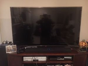 60 inch LG 4K Smart TV with remote for Sale in Brambleton, VA