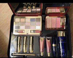New Estée Lauder Luxurious Makeup Blockbuster (NEVER USED) for Sale in Washington, DC